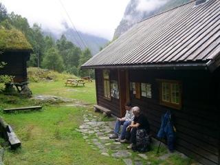 Norwegischkurs Sognefjord vor Hütte
